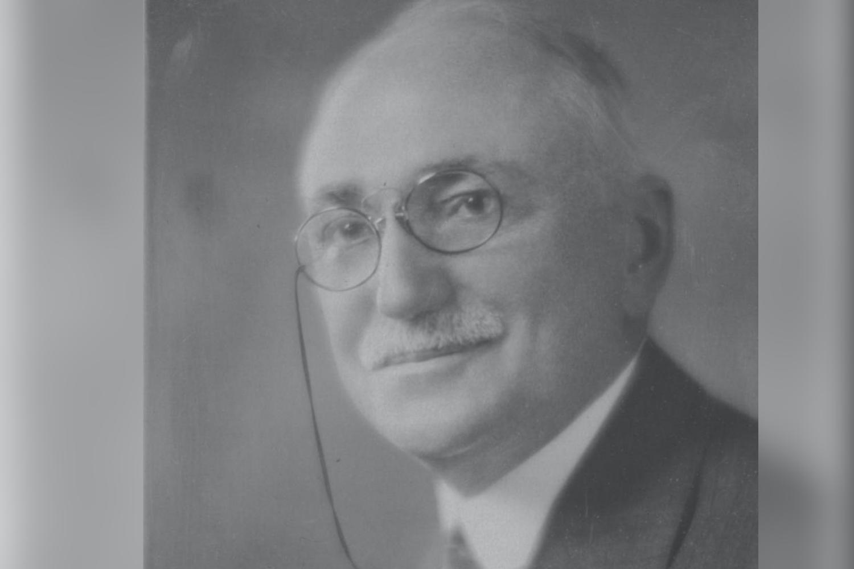 Wallace R Farrington